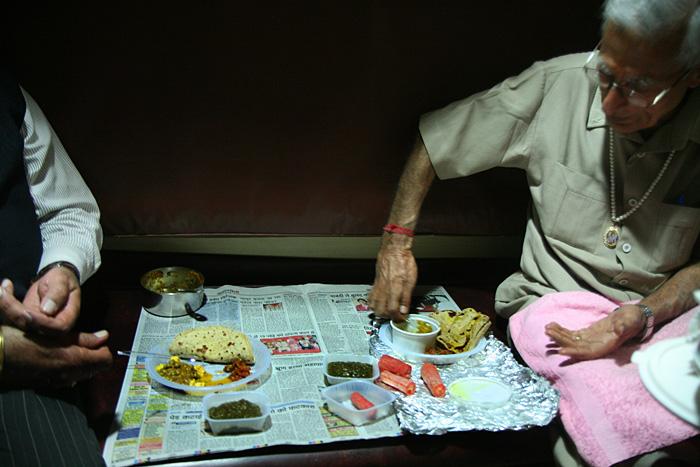 Mahlzeit in der Bahn